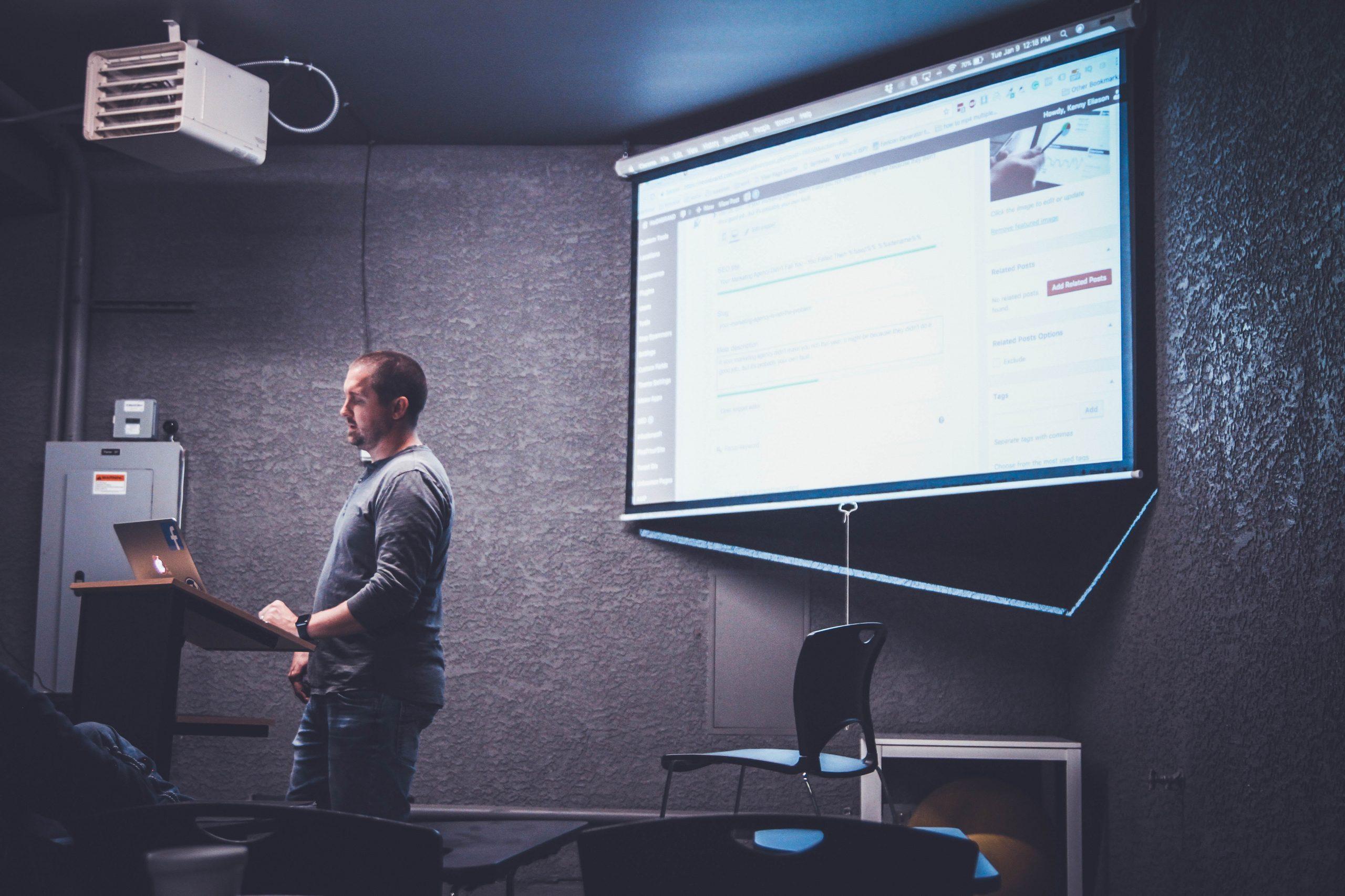 Les avantages d'un vidéoprojecteur en entreprise