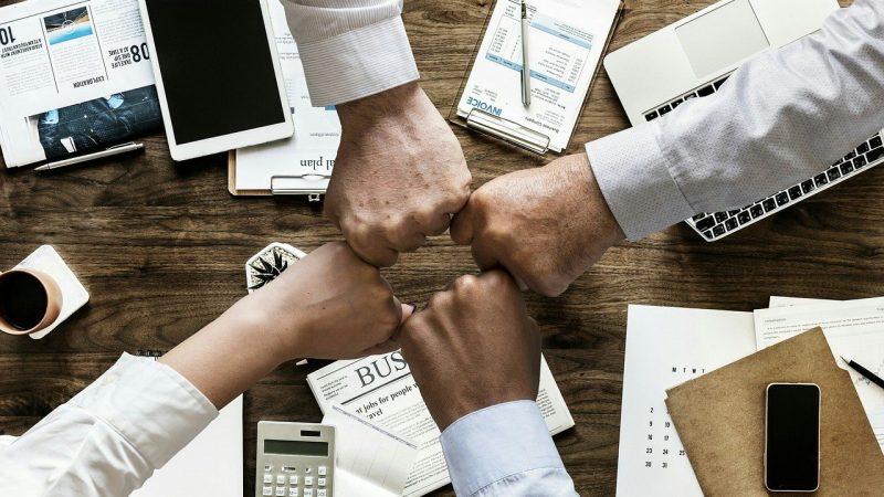Banque en ligne pour les professionnels : quels sont les avantages ?
