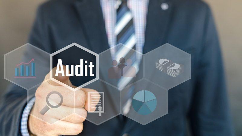 Services aux entreprises : les avantages d'un audit de conformité de la paie